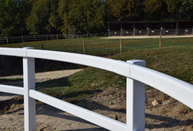 Lice PVC Jumping - barrière équestre PVC - clôture équestre PVC