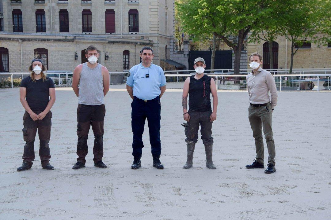 Equipe de pose lice PVC, TecRail, garde républicaine